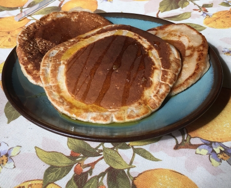Vegan pancakes made with banana and a touch of cinnamon.